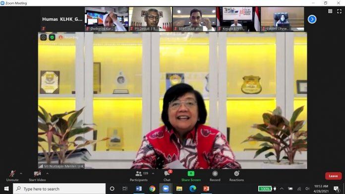 Menteri Lingkungan Hidup dan Kehutanan (LHK) Siti Nurbaya memimpin Rapat Teknis Pemantapan Langkah Pencegahan sekaligus Antisipasi Kebakaran Hutan dan Lahan (Karhutla) Tahun 2021. Foto: KLHK