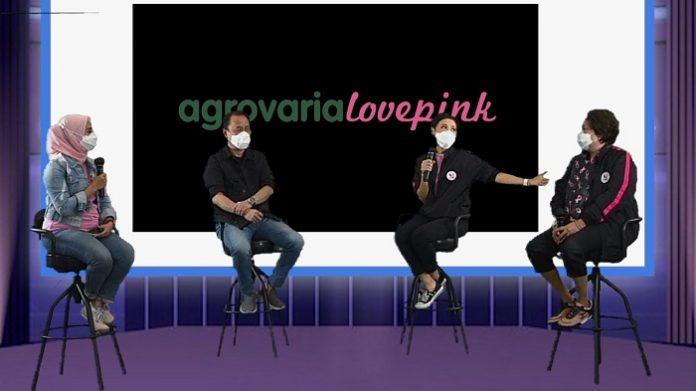 Breast Cancer Awareness, (dari kiri) Moderator Fenny Sofyan, CEO Astra Agro Santosa, Madelina Mutia, dan Samantha Barbara dalam launching virtual Agrovaria Lovepink. Foto: Astra Agro