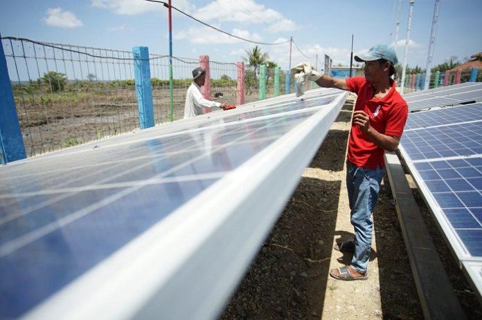 Keberadaan proyek EBT (energi baru terbarukan) dapat mengimbangi hilangnya pekerjaan dari penurunan industri ekstraktif dan menciptakan lapangan kerja padat karya. Foto: OG INDONESIA