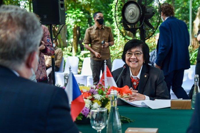 Menteri Lingkungan Hidup dan Kehutanan (LHK) Siti Nurbaya Siti Nurbaya melakukan pertemuan bilateral dengan Menteri Lingkungan Hidup Republik Ceko Richard Brabec. Foto: KLHK