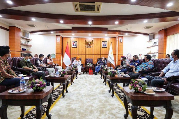 POPSI (Perkumpulan Forum Kelapa Sawit Jaya Indonesia) mengadukan masalah tata kelola sawit kepada Dewan Perwakilan Daerah Republik Indonesia (DPD RI) di Jakarta, belum lama ini. Foto: POPSI