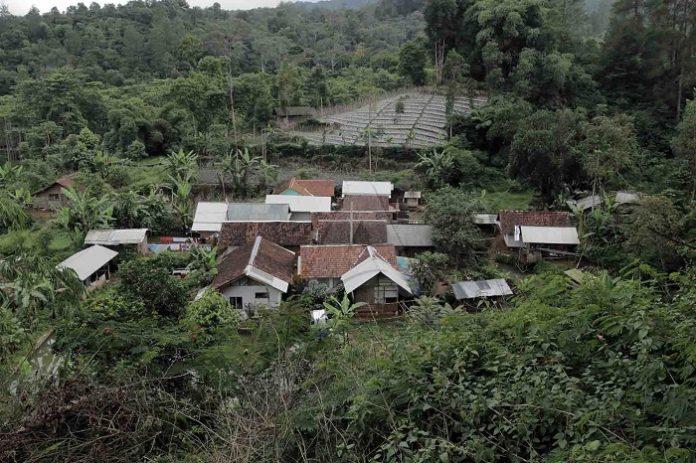 Desa-desa yang berada di dalam kawasan hutan diyakini belum atau tidak memiliki hak atas tanah yang legal. Foto: Ayobandung.com