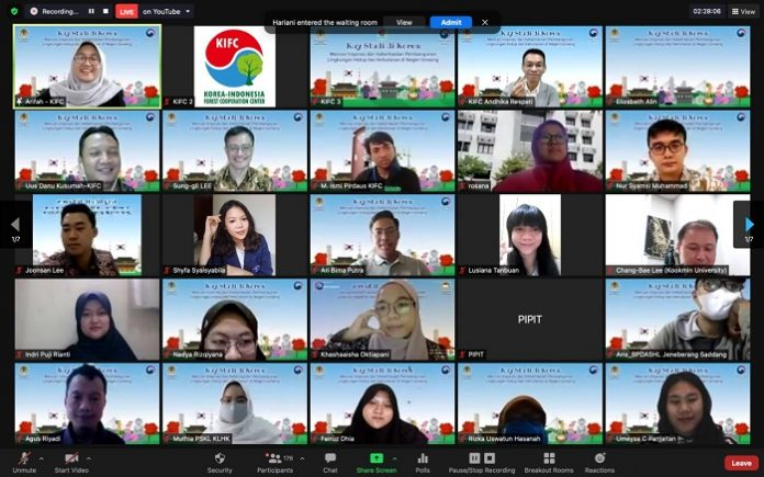 "KIFC menyelenggarakan Webinar bertema ""Kuy-Kuliah di Korea : Mencari Inspirasi dari Keberhasilan Pembangunan Lingkungan Hidup dan Kehutanan di Negeri Ginseng"" ""Berbagi Pengalaman Kuliah di Korea"". Foto: KIFC"